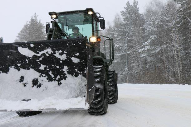 В уборке снега на дорогах привлечены военнослужащие