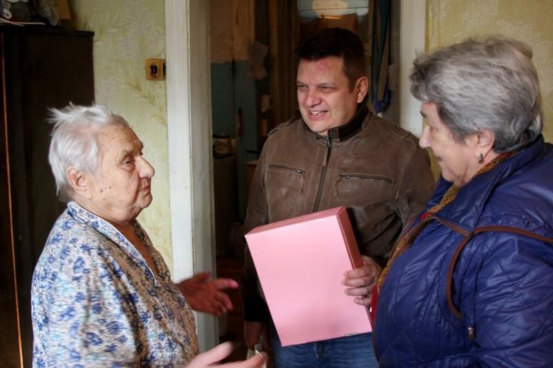 Жительницу Нахабино поздравили с 90-летием