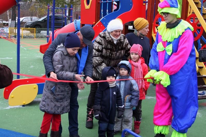Губернаторские детские площадки открыли в Нахабино